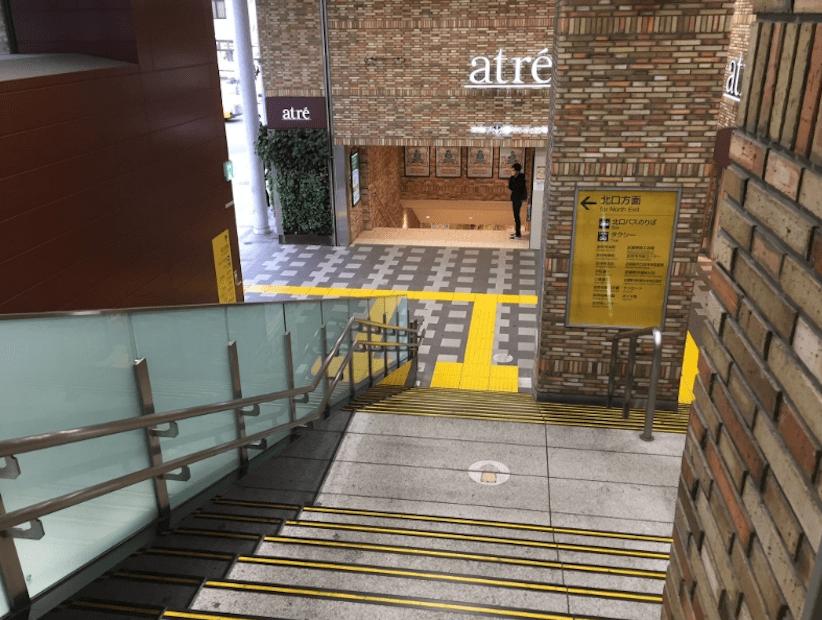 道順1 JR吉祥寺駅の北口の階段を降ります